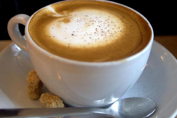 Se recomienda controlar la cantidad de cafeína que consumen los niños.