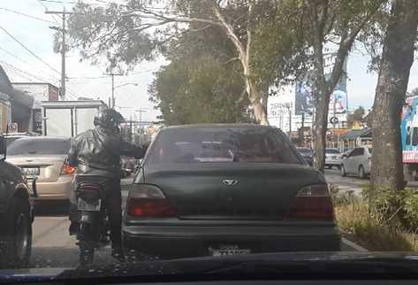 Internautas denuncian, a través de redes sociales, gran cantidad de  asaltos en motocicletas. En la mayoría de casos se  roban celulares.