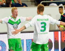 Los jugadores del Wolfsburgo celebran el gol que les dio el título. (Foto Prensa Libre: AFP)
