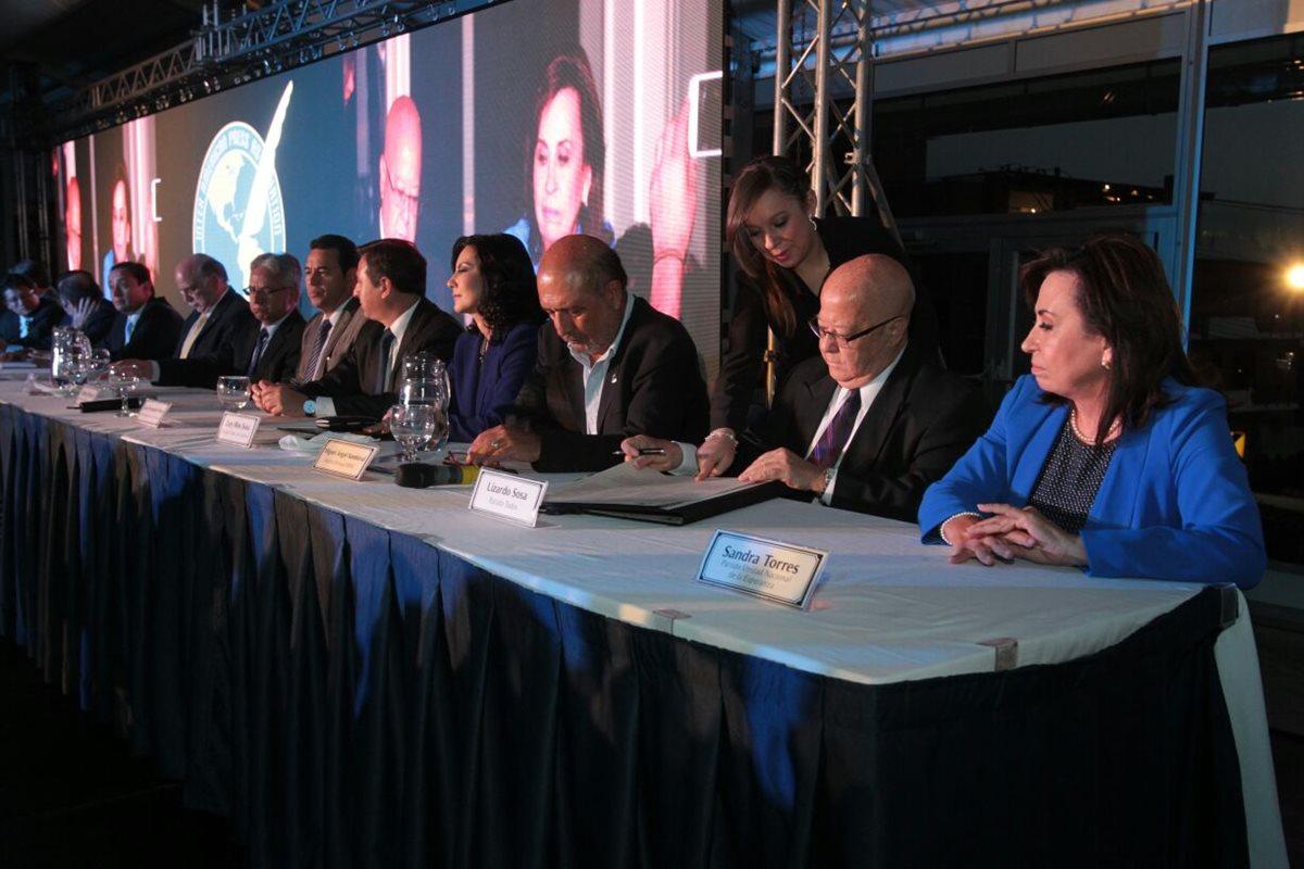Presidenciables firman declaración de Chapultepec