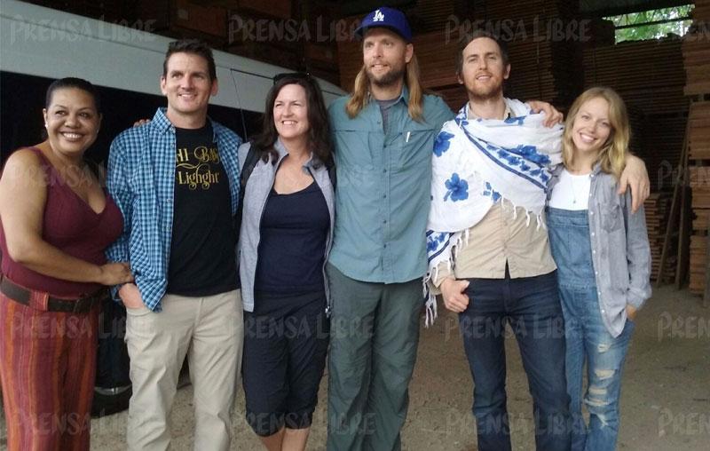 Integrantes de Maroon 5 se encuentran en Petén
