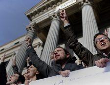 Pablo Iglesias, (centro), líder de Podemos. (Foto Prensa Libre: AP).