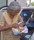 Daljinder Kaur dio a luz el mes pasado a un niño en Nueva Delhi,India.(AFP).