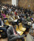 Los 57 señalados por el MP por el caso Cooptación del Estado, en la audiencia de primera declaración. (foto Prensa Libre: Edwin Bercián)