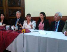 Autoridades del IDPP y del Colegio de Abogados informan sobre la situación actual de la defensa pública. (Foto Prensa Libre: Geldi Muñoz).