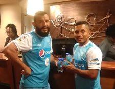 Hamilton López y Carlos Mejía, en el hotel de concentración. (Foto Prensa Libre: Edwin Fajardo)