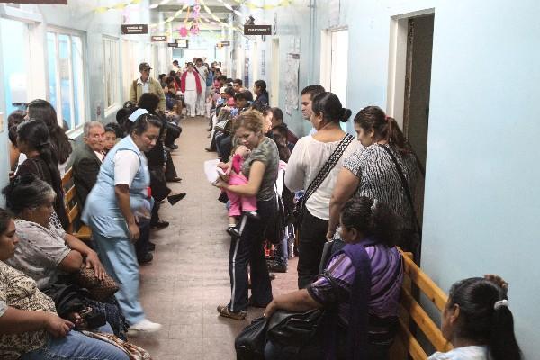 La crisis en salud ha sido más evidente en los hospitales, pero esta se encuentra en todos los niveles de atención (Foto Prensa Libre: Hemeroteca PL)