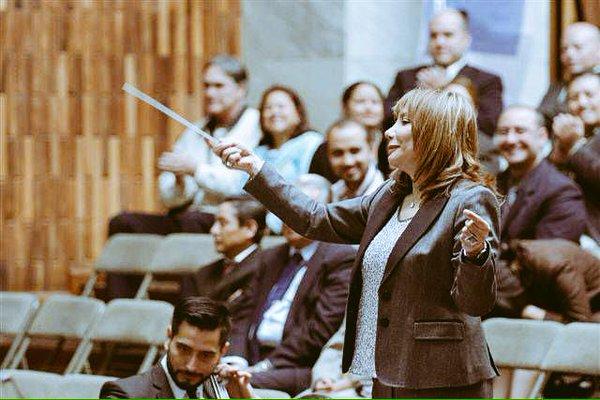 Silvia Patricia Valdés ha manifestado en su cuenta de twitter su afinidad por el presidente Jimmy Morales. (Foto Prensa Libre: @cuchivaldes)