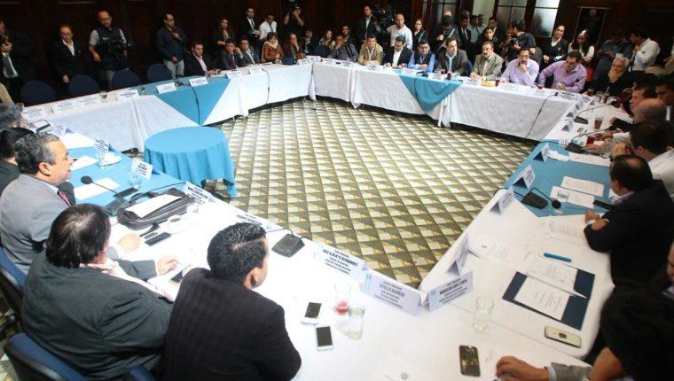 Los jefes de bloques acordaron elegir la Junta Directiva 2017-2018 en la sesión de este martes 8 de noviembre. (Foto Prensa Libre: Álvaro Interiano)