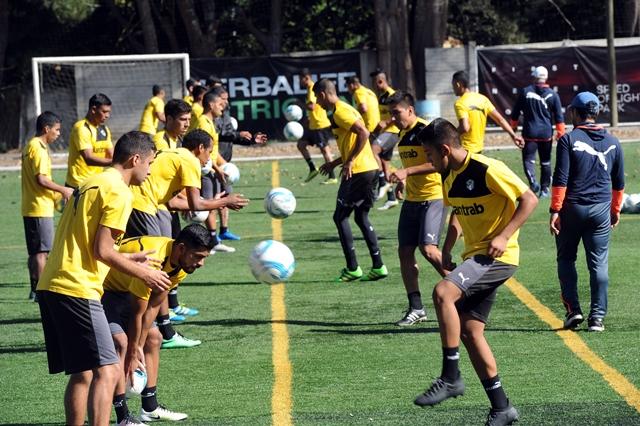 Comunicaciones comenzó el lunes el trabajo de cara al Torneo Clausura 2017. (Foto Prensa Libre: Edwin Fajardo).