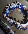 Jugadores de la Sub 17, que entrenaron por 20 morfociclos vieron frustrados sus sueños ante la suspensión que le impide competir. (Foto Prensa Libre: Cortesía Fedefut).