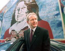 Martin McGuinness fue uno de los líderes del IRA, que al final llevó la paz a Irlanda del Norte. (Foto Prensa Libre: AFP)