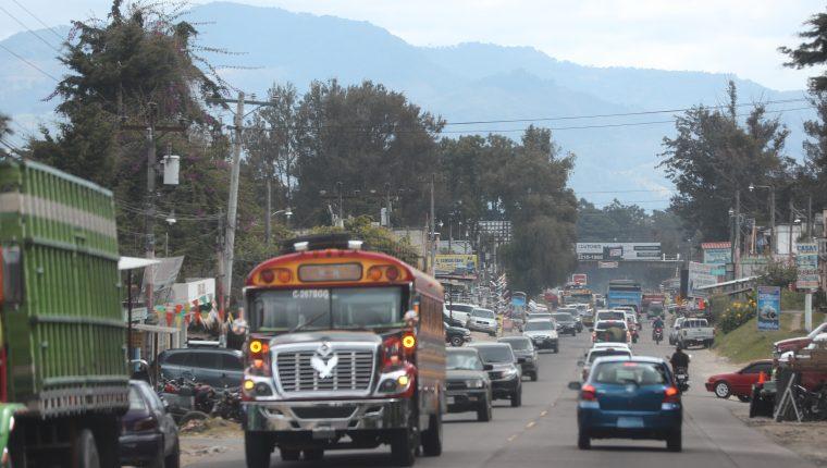 El paso por la cabecera de Chimaltenango es complicado, debido a la fuerte carga vehicular. (Foto Prensa Libre: César Pérez)