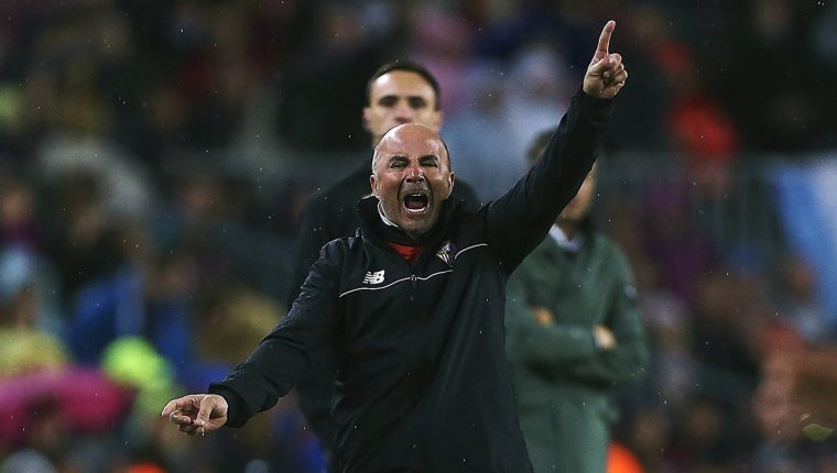 El técnico argentino Jorge Sampaoli es uno de los principales candidatos para dirigir a la Albiceleste. (Foto Prensa Libre: AFP)