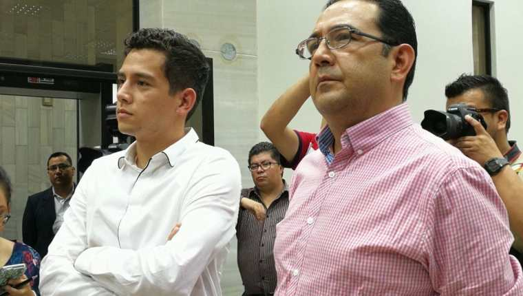 José Manuel Morales y Samuel Morales en la audiencia. Foto Prensa Libre: Álvaro Interiano.