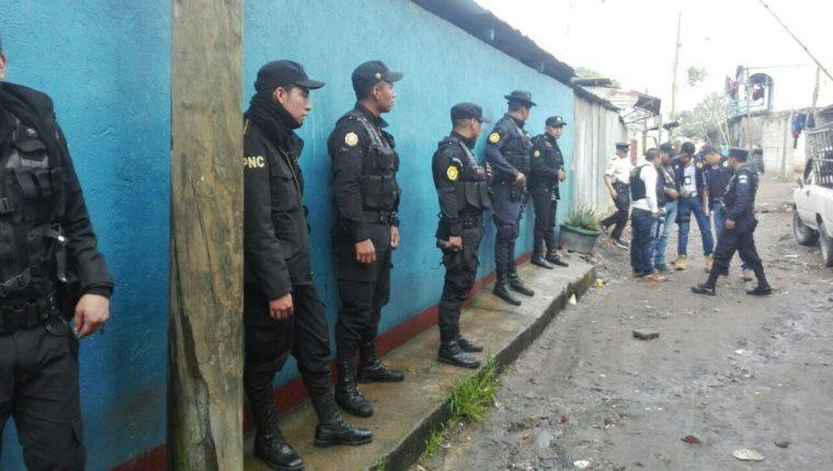Fuerzas de seguridad realizan allanamientos en busca de integrantes de la mara Salvatrucha. (Foto Prensa Libre: PNC)