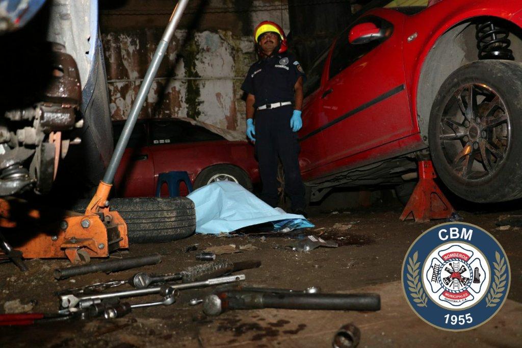 Ataque en un taller mecánico dejó un hombre muerto. (Foto: Bomberos Municipales)