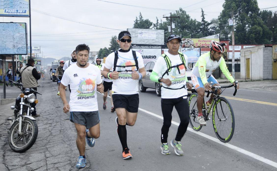 Atletas chimaltecos exigen instalaciones deportivas. (Foto Prensa Libre:)