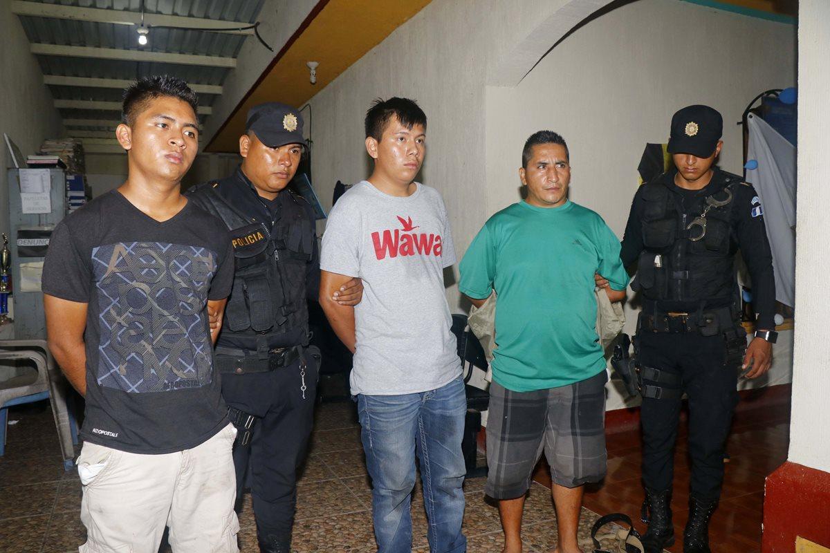 Detenidos, presuntos asaltantes que amarraron a sus víctimas y robaron Q30 mil