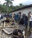 Pobladores colaboran en las tareas de búsqueda y rescate. (Foto Prensa Libre. Eduardo Sam)