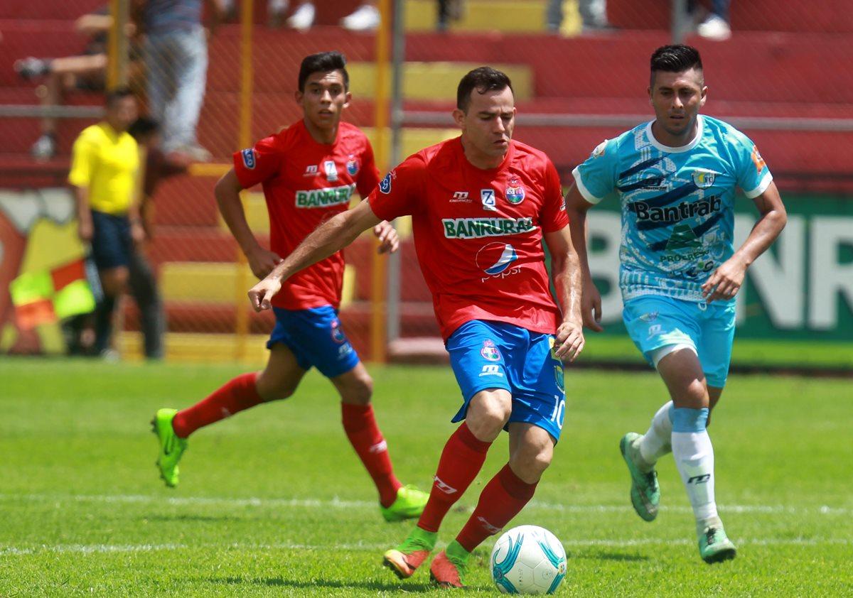 Marco Pablo Pappa podría retornar al armado rojo contra la representación de Siquinalá. (Foto Prensa Libre: Carlos Vicente)