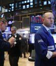el Dow Jones perdía más de mil puntos o 4.20% antes de su cierre. (Foto Prensa Libre: AFP)