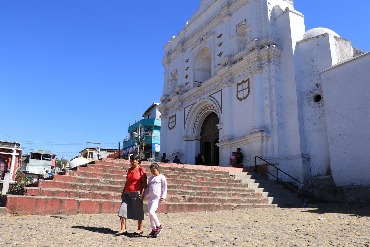 Iglesia católica de Palín, que funciona con normalidad, pese a las amenazas de extorsionistas. (Foto Prensa Libre: Enrique Paredes)