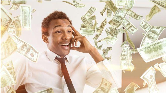"""Los investigadores concluyeron que el """"precio"""" de la felicidad varía según dónde vives. GETTY IMAGES"""