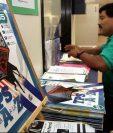 Salvadoreños se inscriben para última fase de programa migratorio en EE. UU. que vence este lunes a la media noche.(Foto HemerotecaPL).
