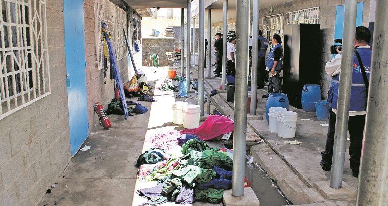 Interior del Hogar Seguro donde un incendio causó la muerte de las adolescentes que fueron encerradas en una de las aulas. (Foto Prensa Libre: Hemeroteca PL)