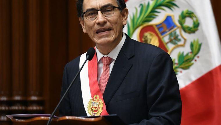 Martín Vizcarra, nuevo presidente de Perú pronuncia un discurso después de prestar juramento durante una ceremonia en el Congreso en Lima (Foto Prensa Libre:AFP).