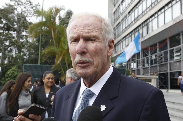 Álvaro Arzú mantiene su inmunidad y no será investigado por el caso Caja de Pandora