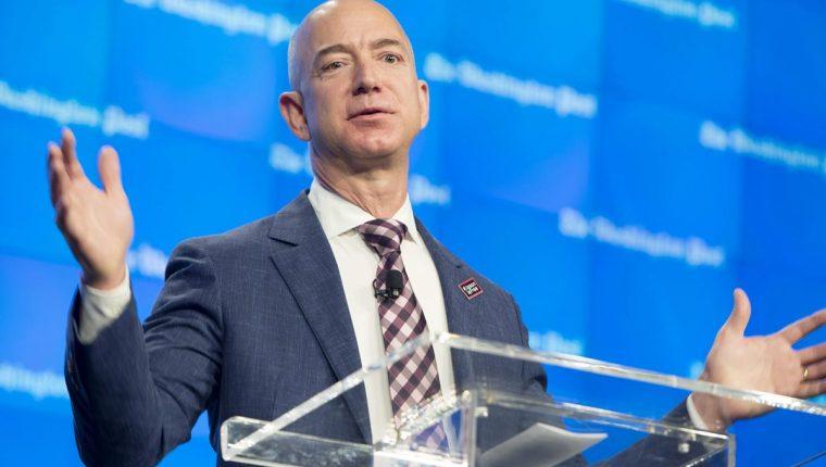 Jeff Bezos,El fundador de Amazon debutó este martes en la lista anual de las personas más ricas del mundo divulgada por la revista Forbes.(Foto Prensa Libre:EFE).