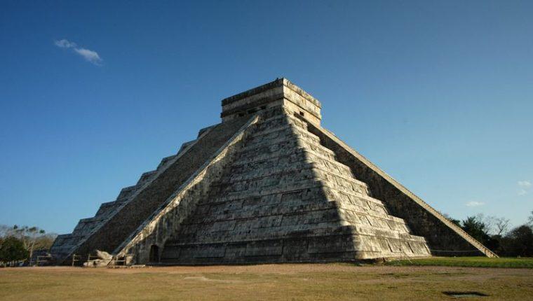 Pirámide de Kukulcán, la estructura principal de la zona arqueológica de Chichén Itzá, México. (Foto Prensa Libre: EFE/Archivo).