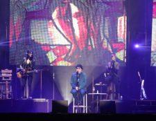 El cantautor español Joaquín Sabina le cantó a los guatemaltecos en Explanada Cayalá. (Foto Prensa Libre: Keneth Cruz)