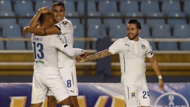 En cinco minutos Comunicaciones definió el partido con dos goles de Isaac Acuña. (Foto Prensa Libre: Carlos Vicente)