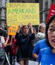 Líderes y activistas protestan en Nueva York contra las políticas migratorias de Trump. (Foto Prensa Libre: AFP)