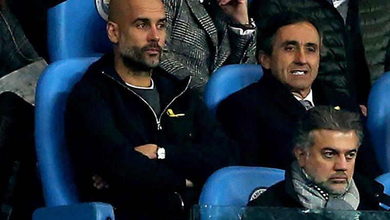El técnico español Pep Guardiola fue expulsado por reclamarle al árbitro. (Foto Prensa Libre: EFE)