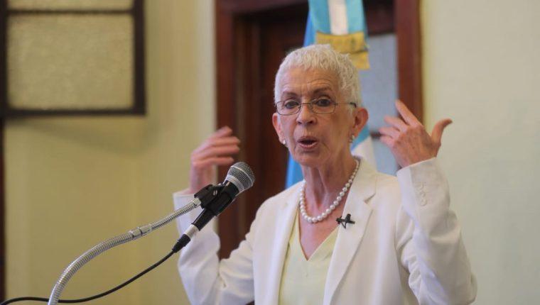 Adela de Torrebiarte, en conferencia de prensa. (Foto Prensa Libre: Erick Avila)