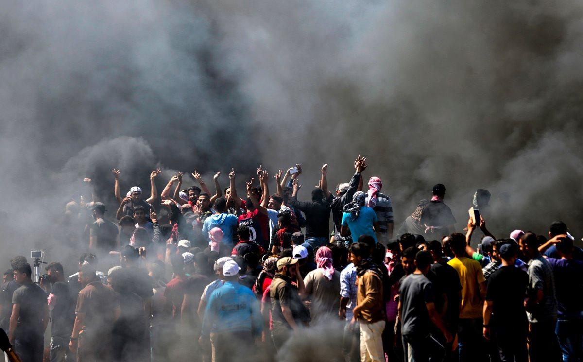 La inauguración de la embajada de EE. UU. en Jerusalén desencadenó una multitudinaria protesta en la Franja de Gaza. (Foto Prensa Libre: AFP)