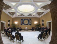 Los obispos chilenos sostuvieron tres días de reuniones con el papa Francisco, previo a tomar la decisión de dimitir de sus nombramientos. (Foto Prensa Libre: AFP)