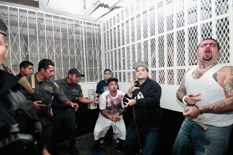 Pandilleros guatemaltecos fueron trasladados a Torre de Tribunales luego de ser capturados. (Foto Prensa Libre: Hemeroteca PL)