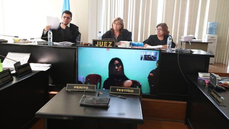 La Patrona asegura que la idea de fugarse vino de su exabogado, Benjamín Estrada. (Foto Prensa Libre: Paulo Raquec)