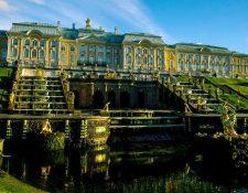 El Palacio Peterhof fue residencia de los zares hasta la Revolución de Octubre de 1917. Foto Prensa Libre: Pixabay.com
