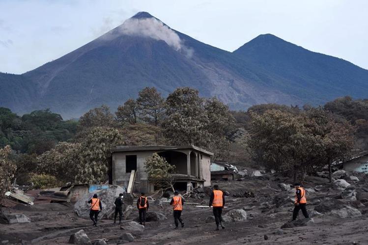 Embajadas, organismos financieros y empresas han realizado aportes monetarios para atender la emergencia por la erupción del Volcán de Fuego. (Foto Prensa Libre: Hemeroteca)