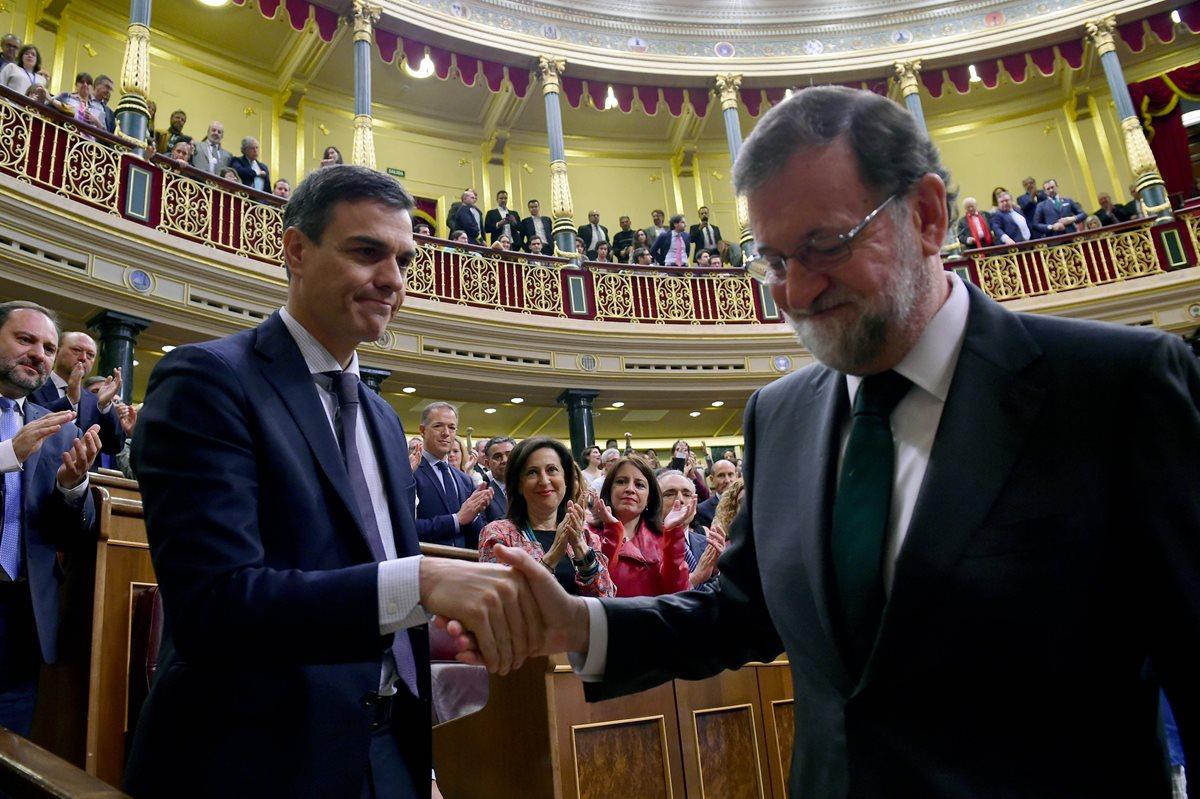 Parlamento español cesa a Mariano Rajoy