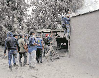 Autoridades suspende definitivamente la búsqueda de víctimas por la erupción del Volcán de Fuego. (Foto Prensa Libre: Hemeroteca PL)