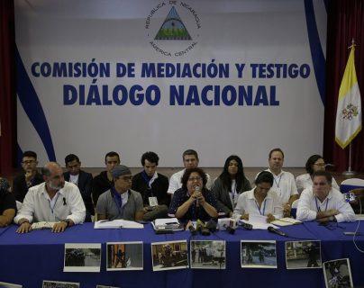 Representantes de la Alianza por la Justicia y la Paz hablan ante la prensa en Managua, Nicaragua.(Foto Prensa Libre:AFP).