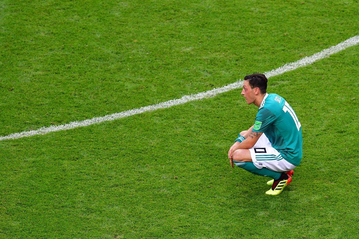 Boateng sale en defensa de Ozil por la lluvia de duras críticas