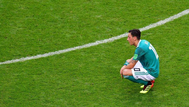 Mesut Ozil tuvo una participación muy discreta con Alemania en el Mundial de Rusia. (Foto Prensa Libre: AFP)